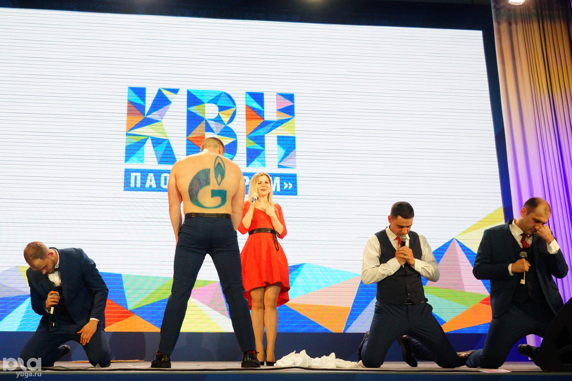 КВН команд дочерних обществ ПАО «Газпром» ©Фото пресс-службы фестиваля «Факел»