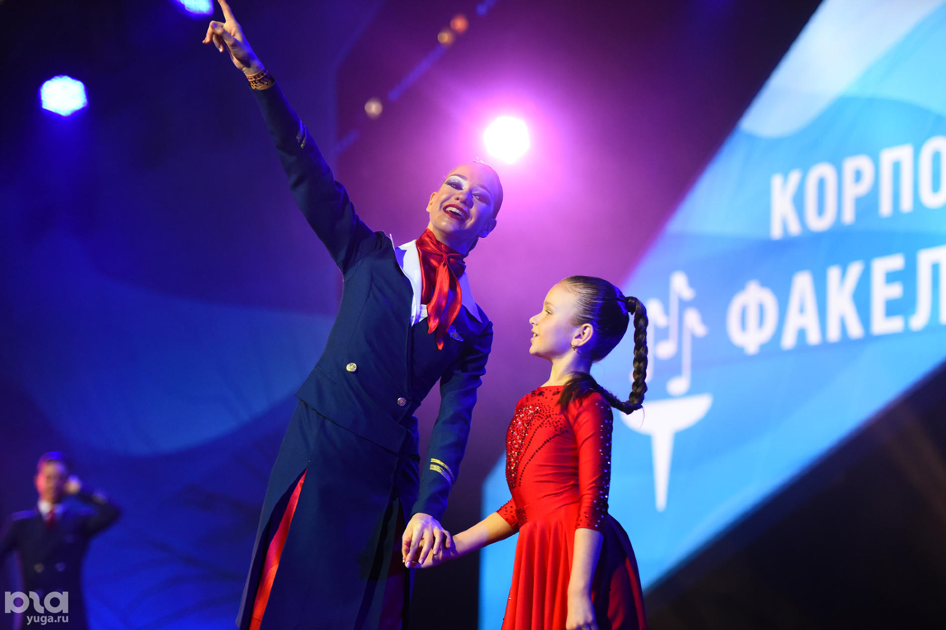 Показательные выступления коллективов на фестивале «Факел» ©Фото Елены Синеок, Юга.ру