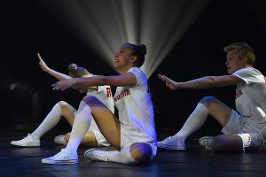 Выступление участников во время церемонии награждения фестиваля «Факел» ©Фото Елены Синеок, Юга.ру