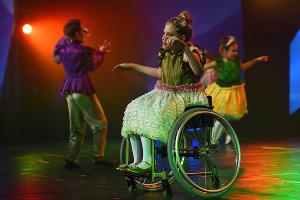 Инклюзивный танцевальный проект «Преодолей-ка» ©Фото Елены Синеок, Юга.ру